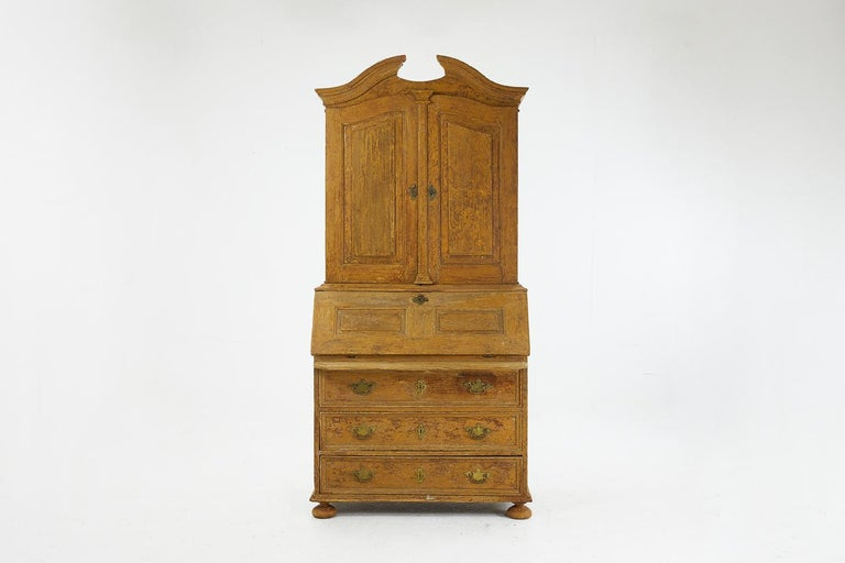 18th Century Pinewood Bureau Cabinet with Original Paint For Sale 2
