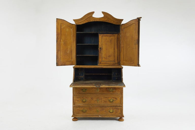 18th Century Pinewood Bureau Cabinet with Original Paint For Sale 3