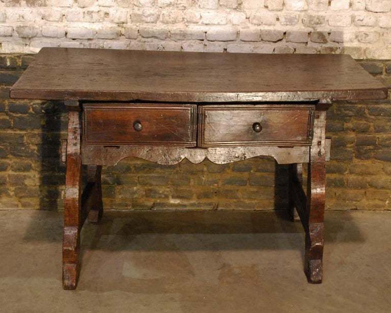 Antique 18th century Spanish baroque chestnut desk or sidetable In Good Condition For Sale In Casteren, NL
