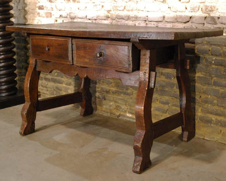 Chestnut Antique 18th century Spanish baroque chestnut desk or sidetable For Sale