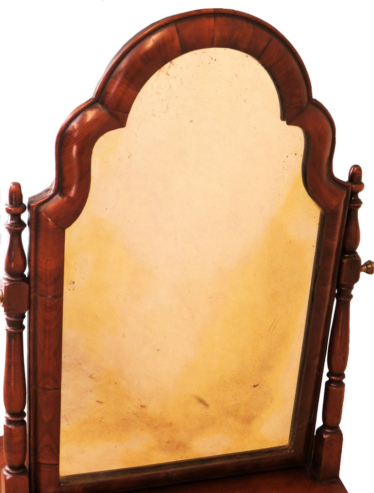 18th Century Queen Anne Walnut Dressing Table Mirror For Sale 2
