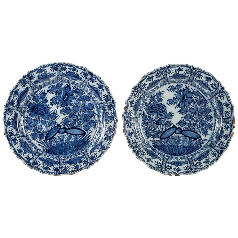 18th Century, Rare Pair of Faience Delft Round Dishes by Ax Porcelain Factory For Sale