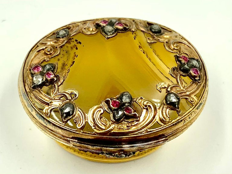 18th Century Rococo Rose, Yellow Gold Diamond, Ruby Agate Snuff Box, circa 1740 In Good Condition For Sale In New York, NY