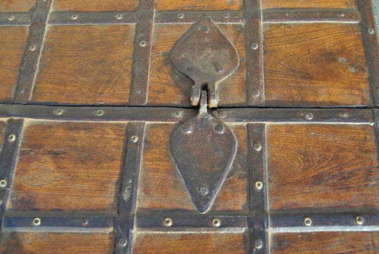 18th Century Rosewood Blanket Chest from India For Sale 1
