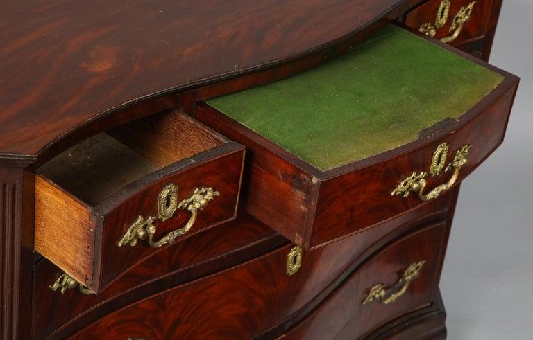 18th Century Serpentine Chest For Sale 5