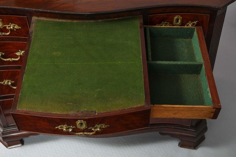 18th Century Serpentine Chest For Sale 6