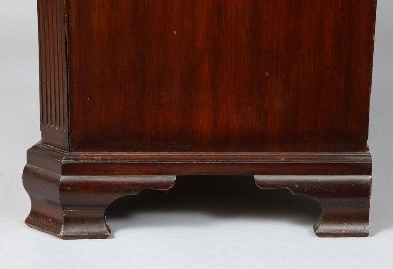 18th Century Serpentine Chest For Sale 9