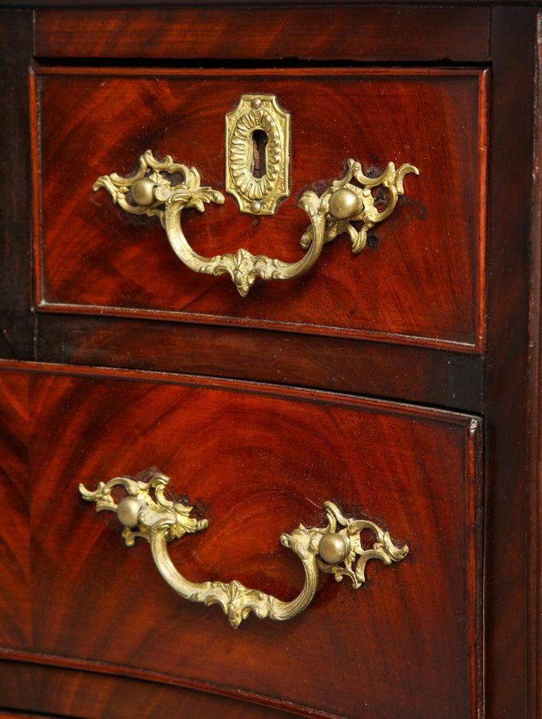 18th Century Serpentine Chest For Sale 11
