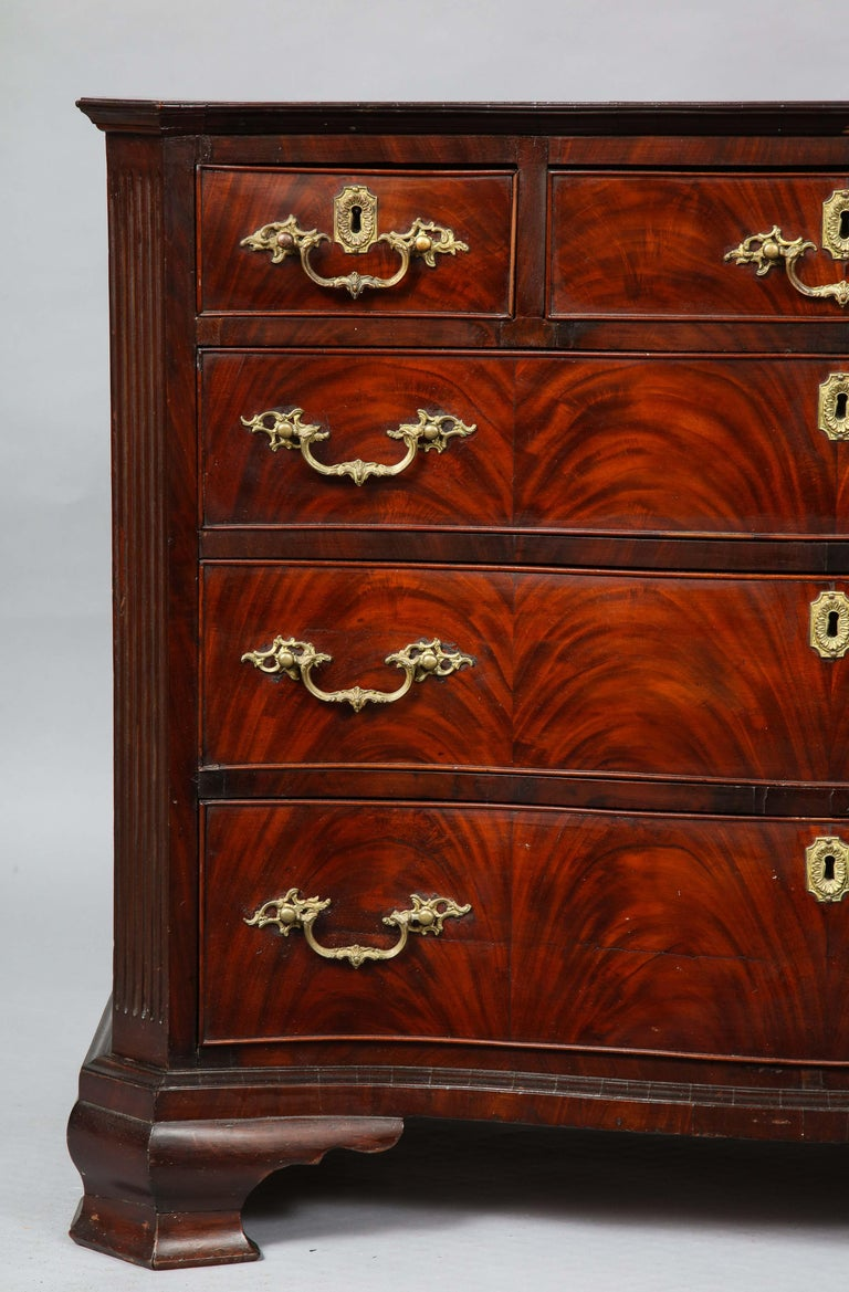 18th Century Serpentine Chest For Sale 1