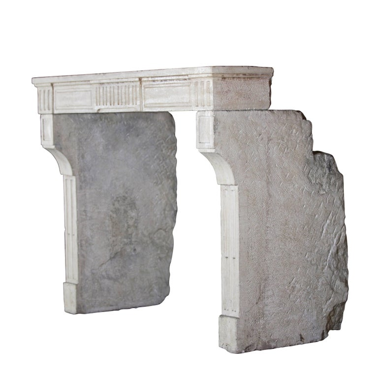 Beautiful French country petite fireplace mantel (fireplace) in limestone with diamond point detail on the jambs. The limestone is the kind that reflects the candle light and lamp light in a room thanks to its glossy ancient surface. It has very