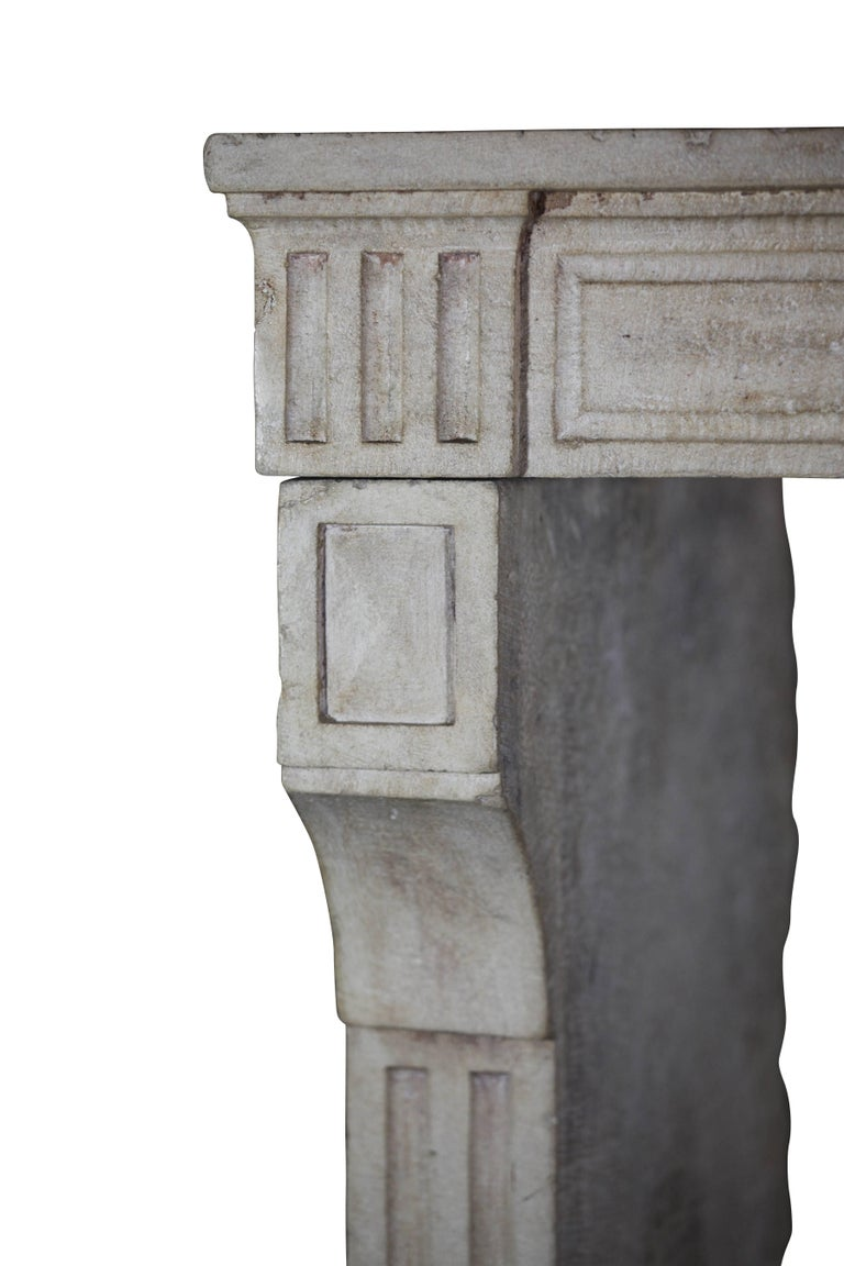 18th Century, Small French Classic Louis XVI Antique Limestone Fireplace In Excellent Condition For Sale In Beervelde, BE