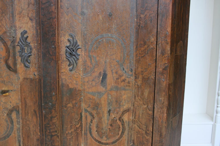 18th Century South German Armoire in Original Paint For Sale 1