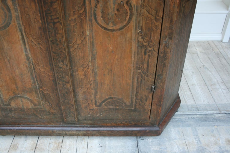 18th Century South German Armoire in Original Paint For Sale 2
