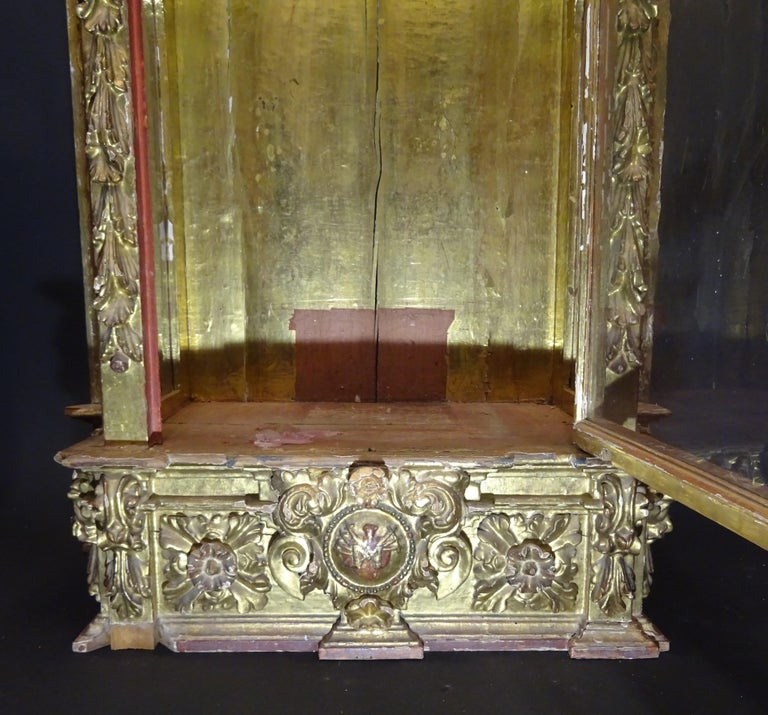 18th Century Spanish Baroque Carved Gilded Wood and Blown Glass Display For Sale 5
