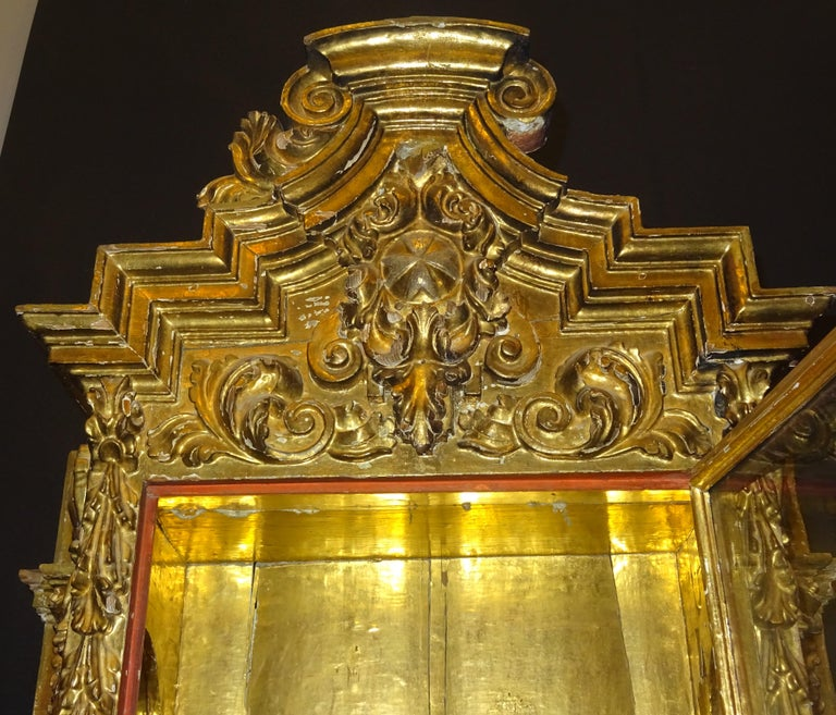 18th Century Spanish Baroque Carved Gilded Wood and Blown Glass Display For Sale 6