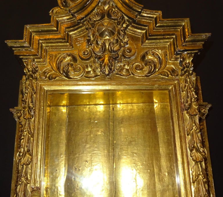 18th Century Spanish Baroque Carved Gilded Wood and Blown Glass Display For Sale 7