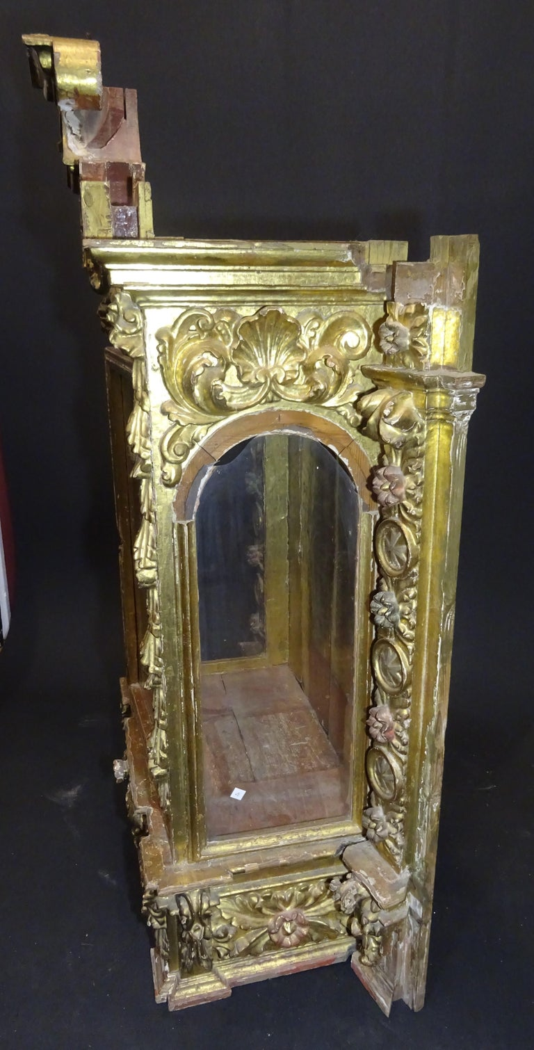 18th Century Spanish Baroque Carved Gilded Wood and Blown Glass Display For Sale 8