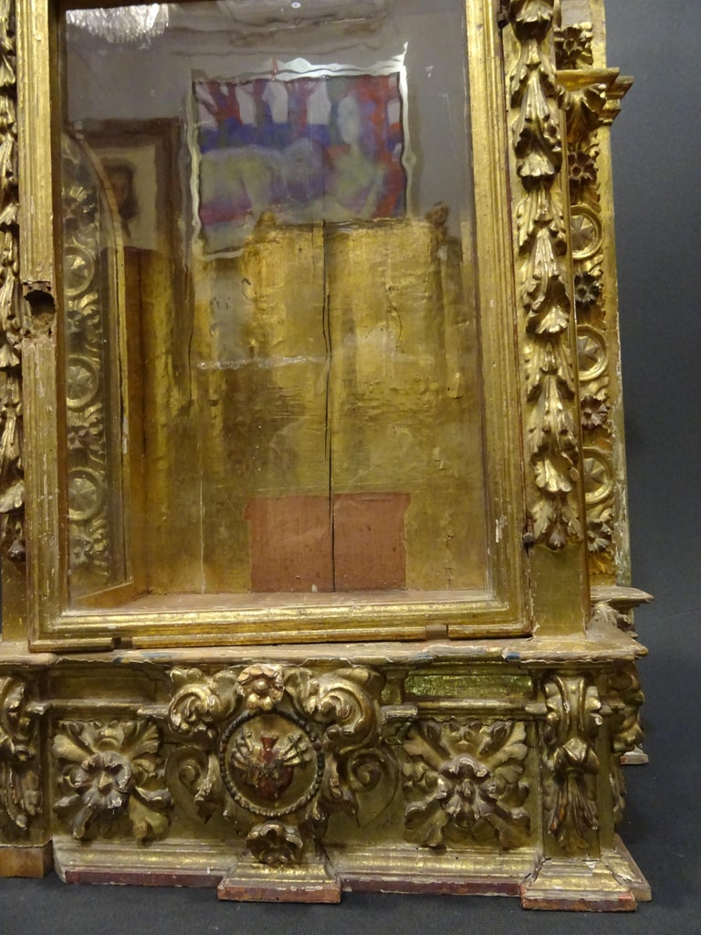 18th Century Spanish Baroque Carved Gilded Wood and Blown Glass Display For Sale 9