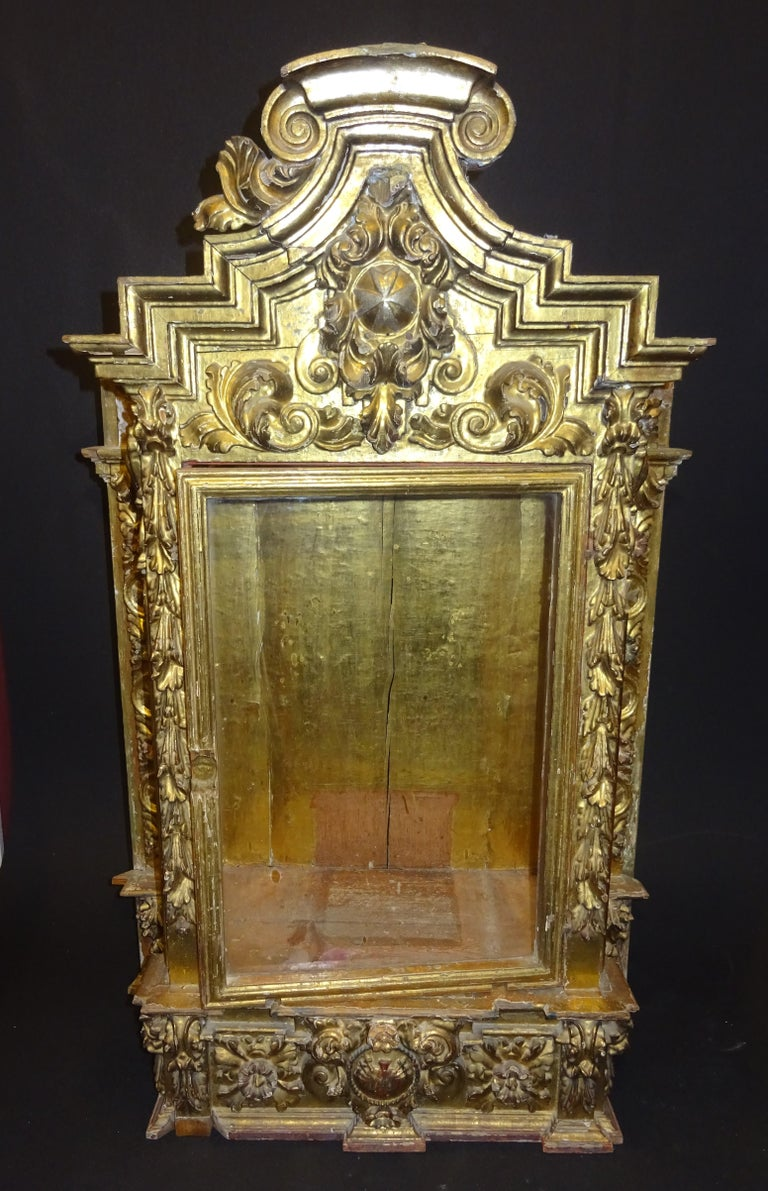 18th Century Spanish Baroque Carved Gilded Wood and Blown Glass Display For Sale 13