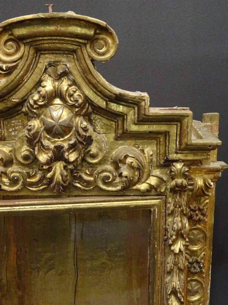 18th Century Spanish Baroque Carved Gilded Wood and Blown Glass Display For Sale 2