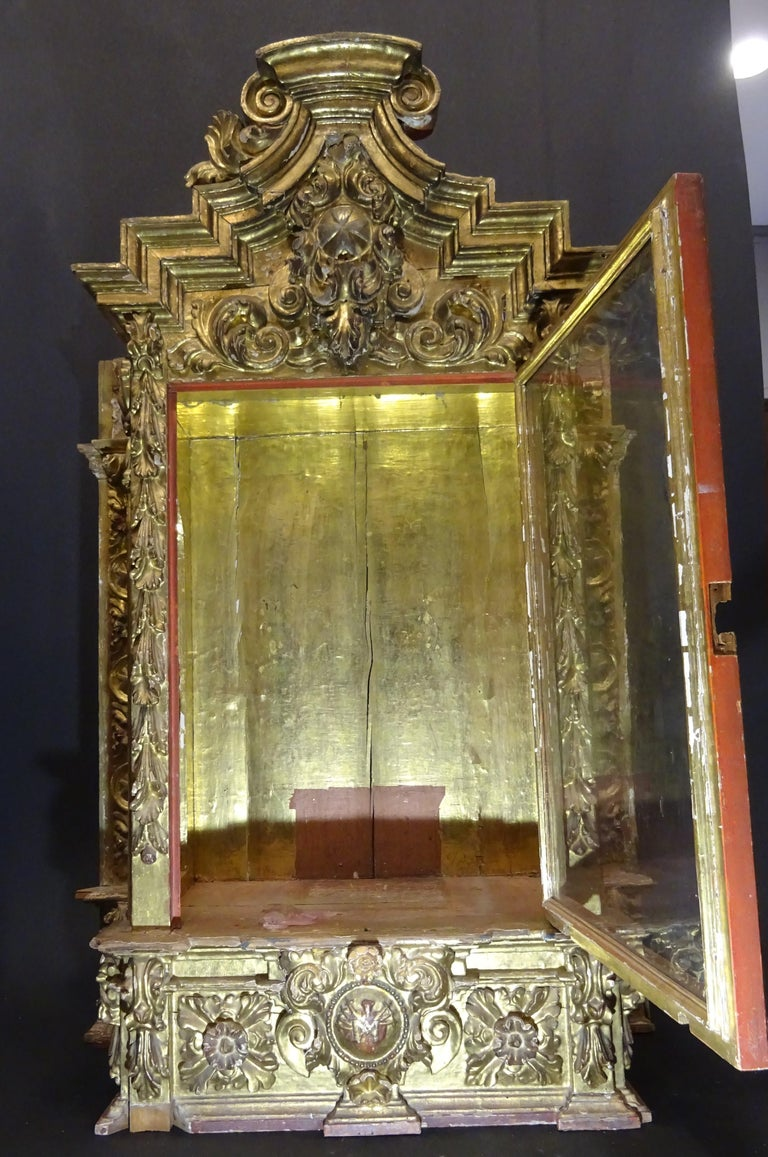 18th Century Spanish Baroque Carved Gilded Wood and Blown Glass Display For Sale 3