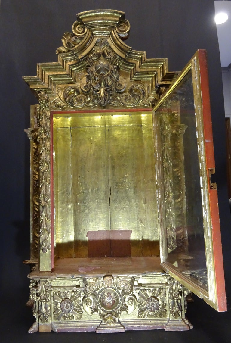 18th Century Spanish Baroque Carved Gilded Wood and Blown Glass Display For Sale 4