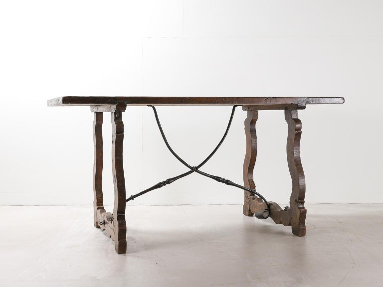 18th Century Spanish Table with Iron Supports In Good Condition For Sale In London, Greater London