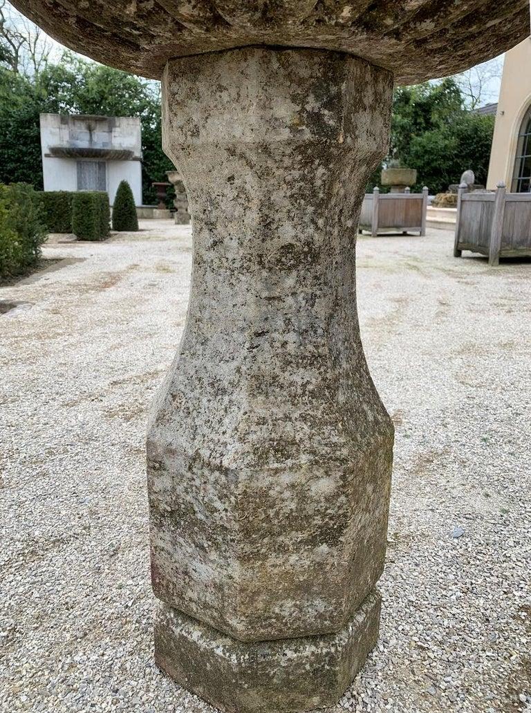 18th Century Stone planter birdbath on colomn In Good Condition For Sale In Vosselaar, BE