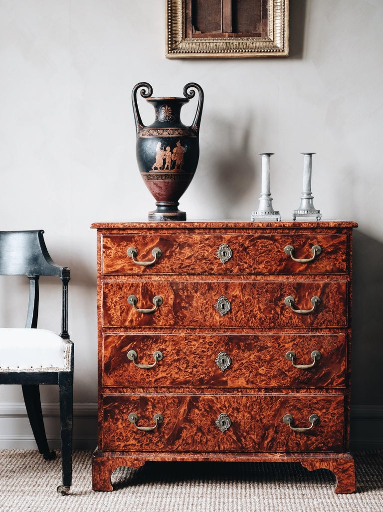 Fine and most unusual 18th century Swedish Baroque commode in Georgian style veneered in alder root with great proportions, circa 1740 Gothenburg. Keyhole escutcheons original and brass handles replaced. Good condition with wear and tear consistent