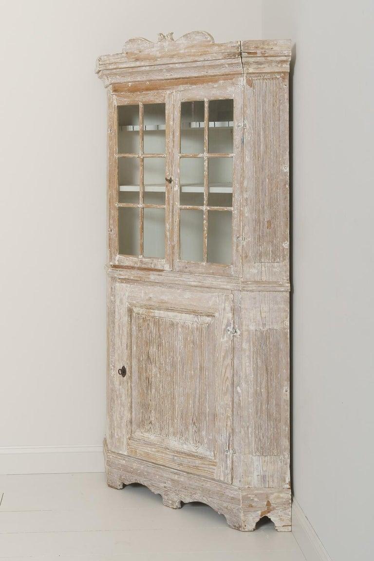 18th Century Swedish Baroque Period Corner Vitrine Cabinet in Original Paint For Sale 4