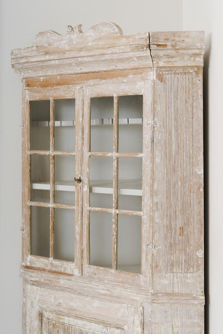 18th Century Swedish Baroque Period Corner Vitrine Cabinet in Original Paint For Sale 5