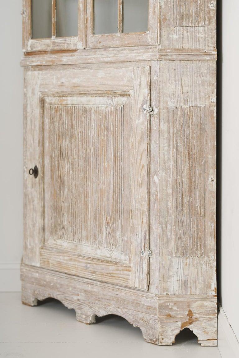 18th Century Swedish Baroque Period Corner Vitrine Cabinet in Original Paint For Sale 6