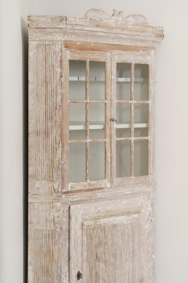 18th Century Swedish Baroque Period Corner Vitrine Cabinet in Original Paint For Sale 1