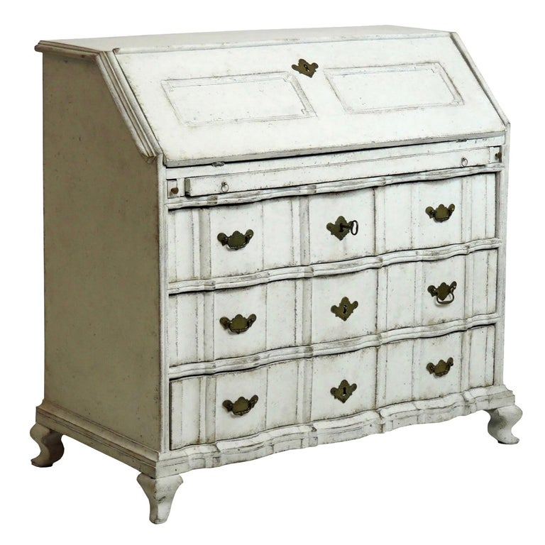 18th Century Swedish Bureau with Curved Decorative Detailing For Sale