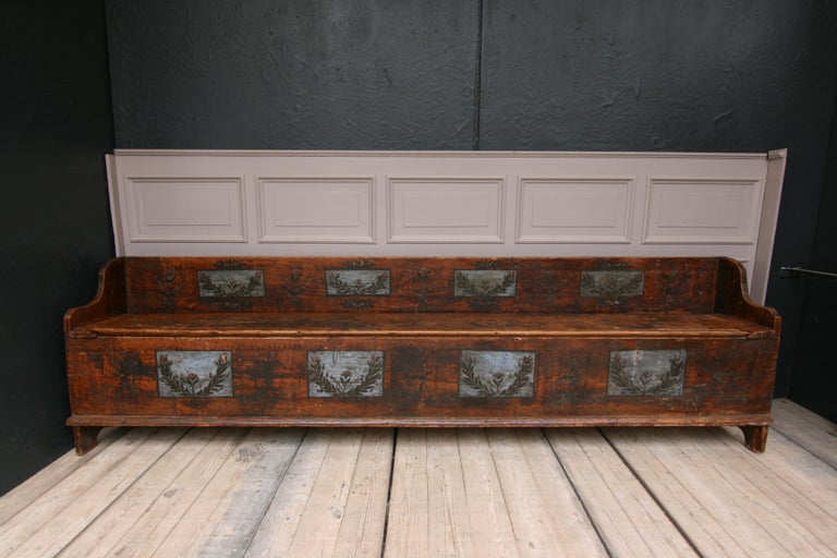 Rare original old (chest) bench from the 18th century from Dalarna in Sweden. Made from pine wood in original painting.