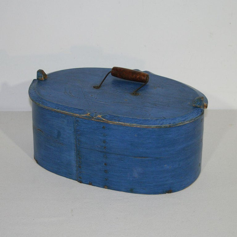 Beautiful and rare Folk Art painted bentwood box with its stunning and original blue color, Sweden, circa 1750. Weathered.