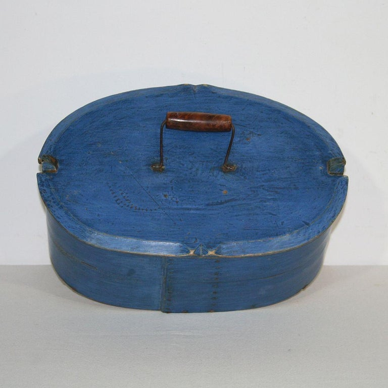 18th Century Swedish Folk Art Painted Bentwood Box For Sale 2