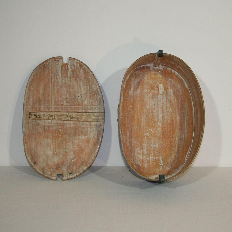 18th Century Swedish Folk Art Painted Bentwood Box For Sale 4