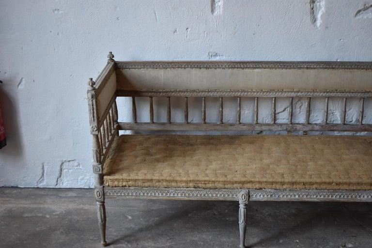 Hand-Carved 18th Century Swedish Gustavian 8-Legged Sofa For Sale