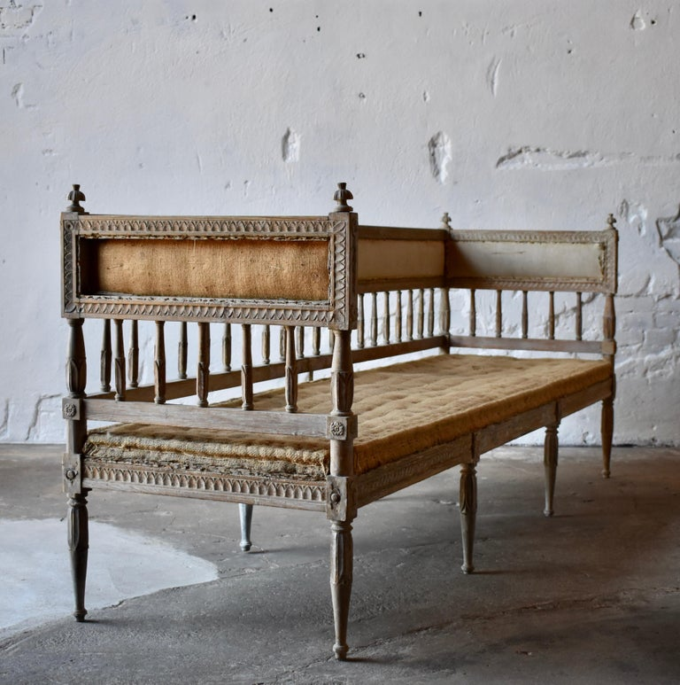 18th Century Swedish Gustavian 8-Legged Sofa In Good Condition For Sale In Helsingborg, SE