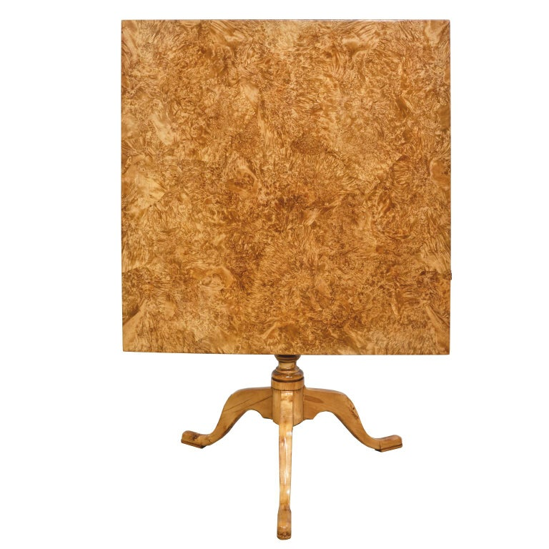 An exceptional 18th century Swedish Gustavian tilt-top table with a patchwork birch, burl rootwood top over a turned birch column that rests on a tripod pedestal base with cabriole legs ending in a padded foot. The natural light birch finish has