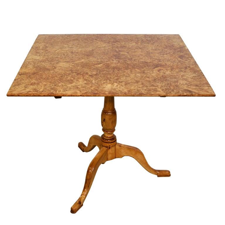 18th Century Swedish Gustavian Burl Birch Tilt-Top Square Table on Pedestal Base In Good Condition For Sale In Miami, FL