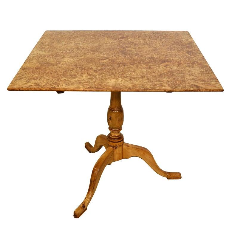 18th Century Swedish Gustavian Burl Birch Tilt-Top Square Table on Pedestal Base For Sale 1