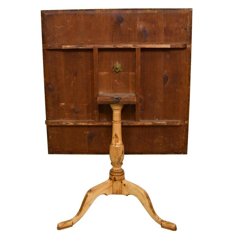 18th Century Swedish Gustavian Burl Birch Tilt-Top Square Table on Pedestal Base For Sale 4