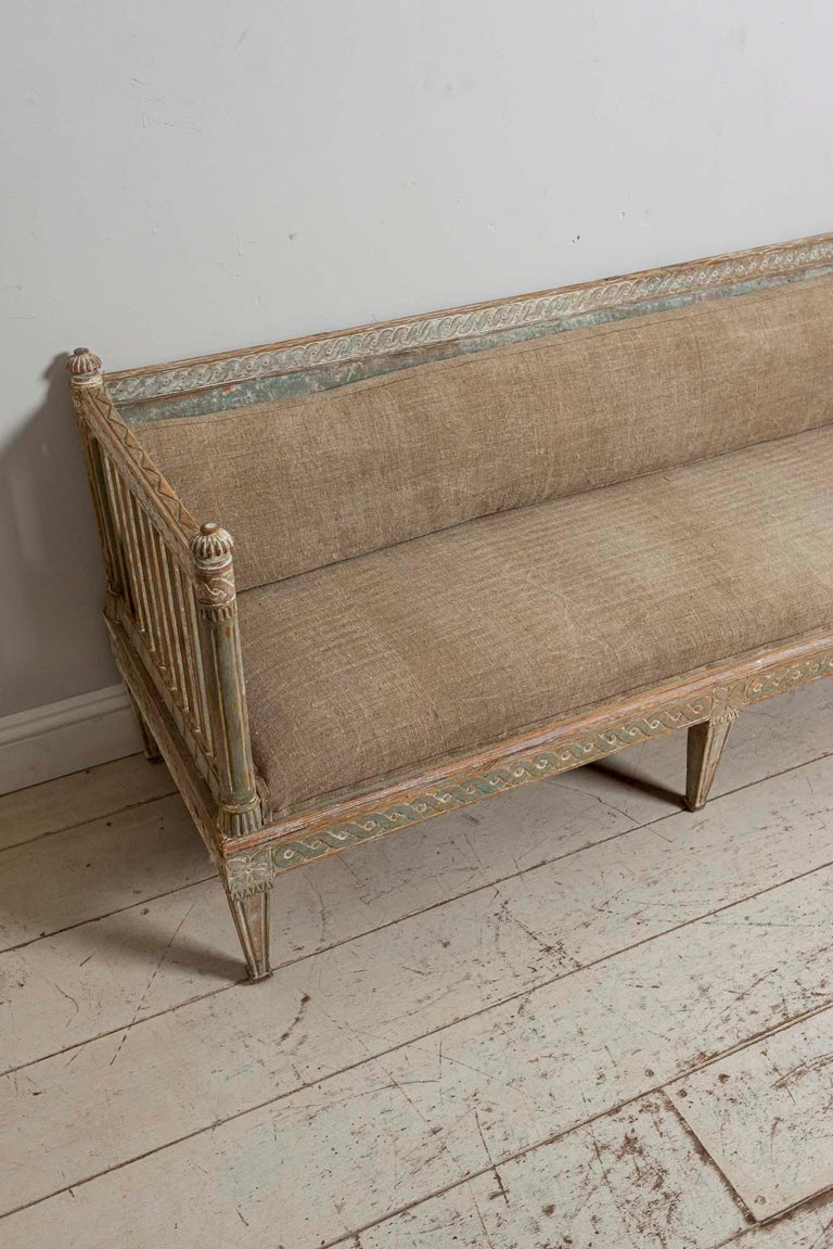 18th Century Swedish Gustavian Painted Carved Detail Slatted Sofa In Good Condition For Sale In London, GB