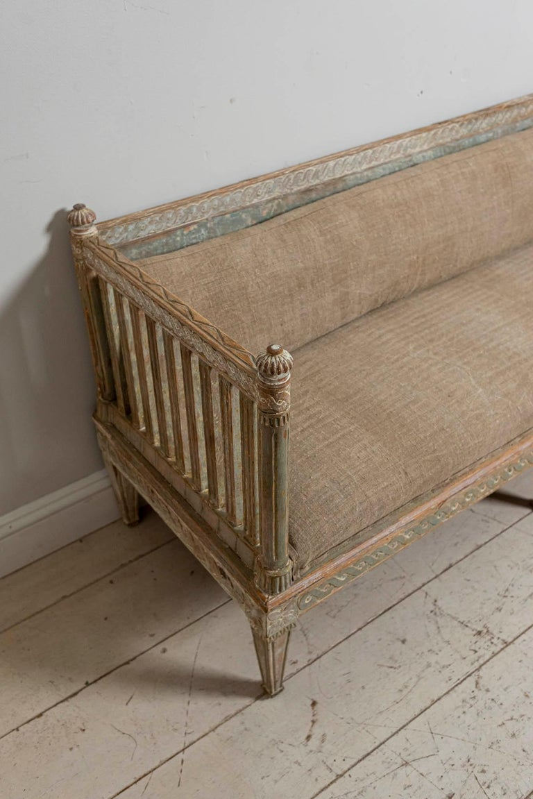 Wood 18th Century Swedish Gustavian Painted Carved Detail Slatted Sofa For Sale