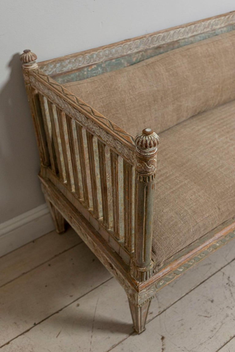 18th Century Swedish Gustavian Painted Carved Detail Slatted Sofa For Sale 1