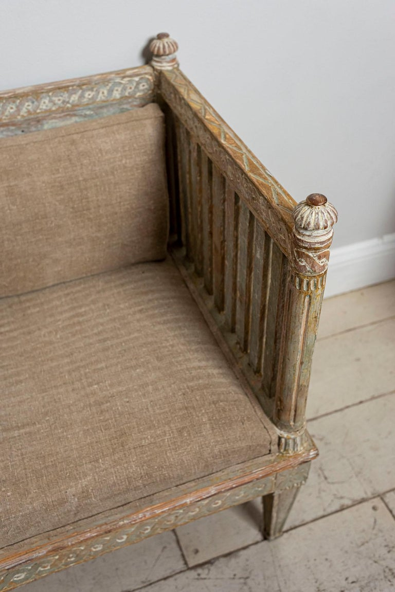 18th Century Swedish Gustavian Painted Carved Detail Slatted Sofa For Sale 4