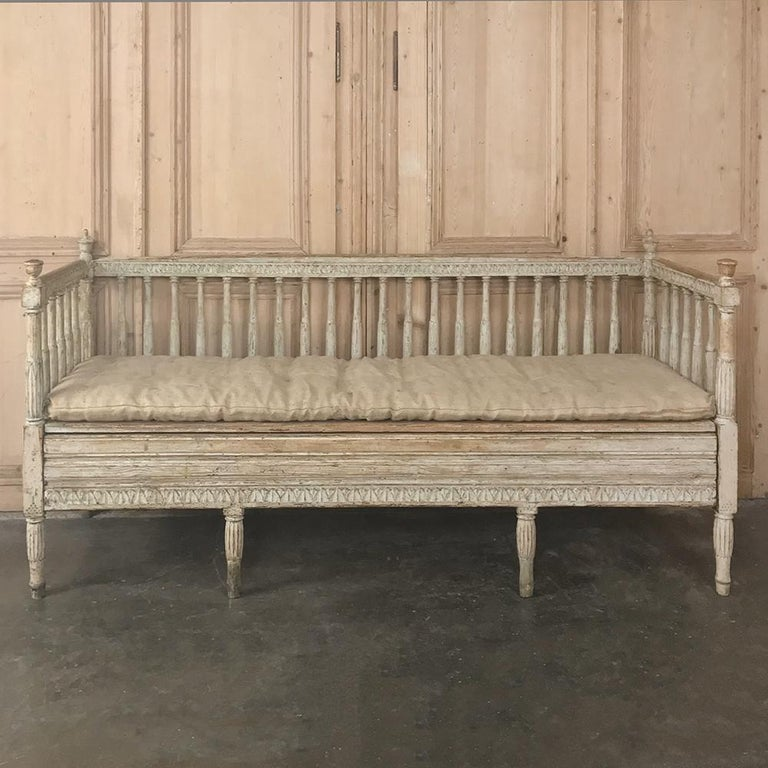 18th Century Swedish Gustavian Period Day Bed, Hall Bench, circa 1790 In Good Condition In Dallas, TX