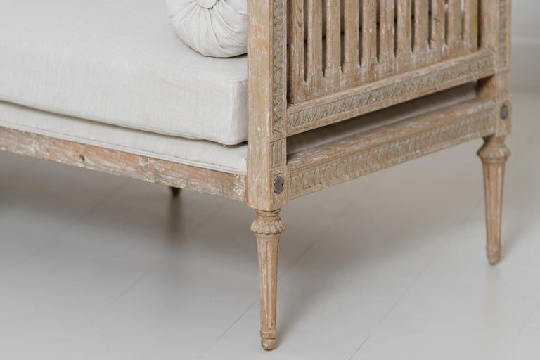 18th Century Swedish Gustavian Period Original Paint Daybed by Johan Lindgren For Sale 4